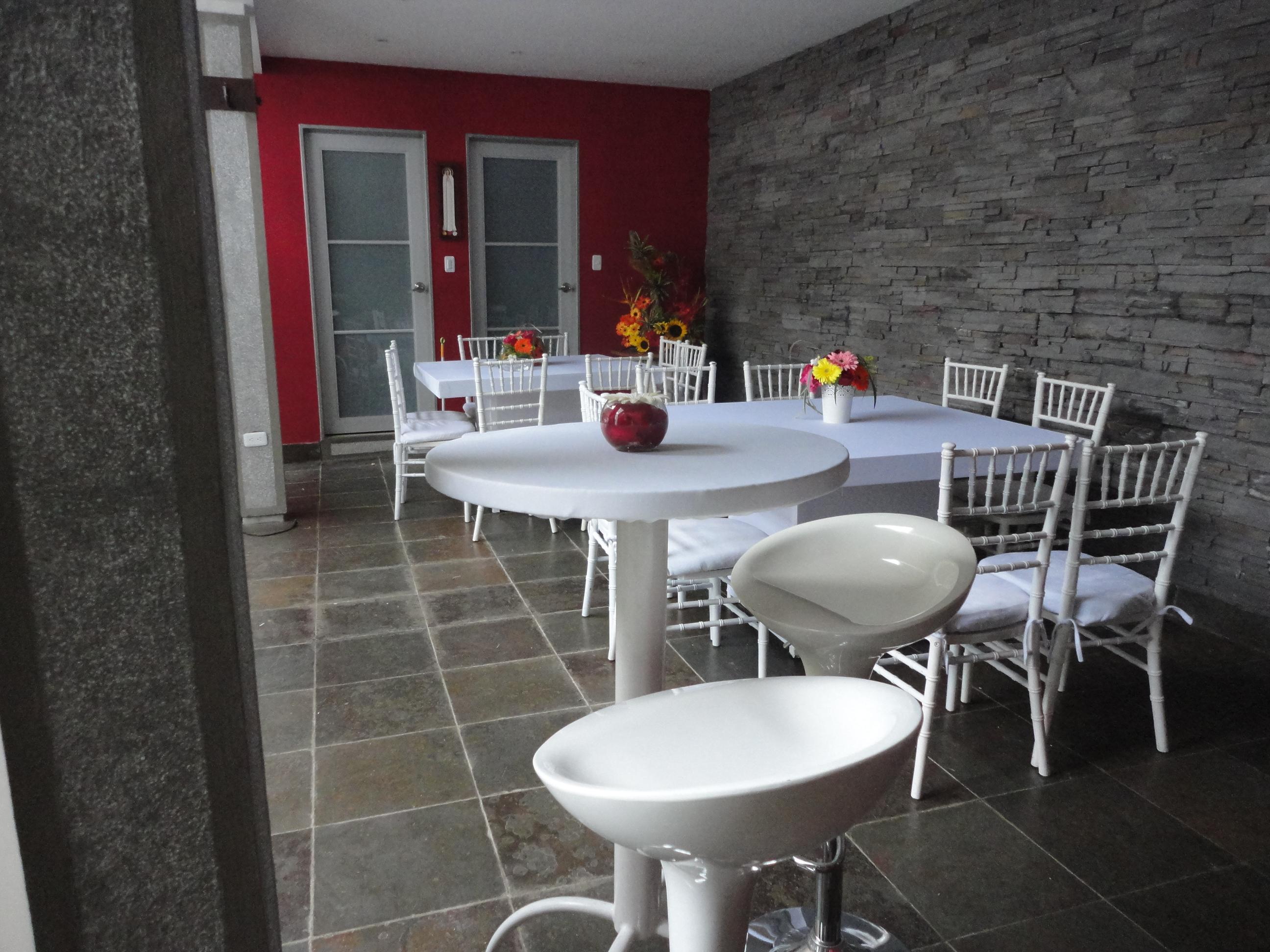 Mobiliario para Fiestas, Mesas, Sillas, lounges, Toldos y mucho más ...